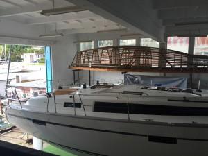 Nowy jacht w hangarze